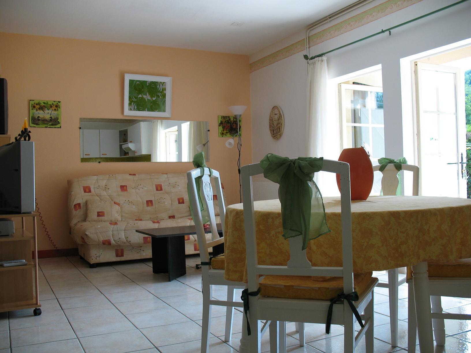 grand appartement annexe pour recevoir ou mettre en location. Black Bedroom Furniture Sets. Home Design Ideas